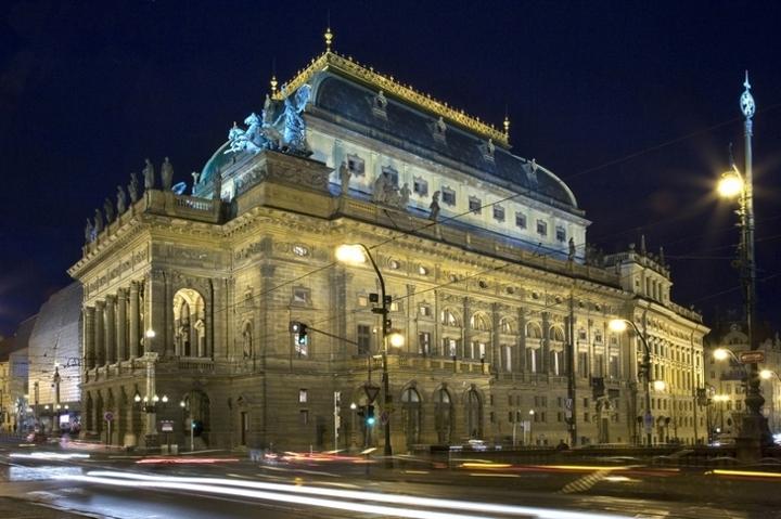国民劇場の夜景