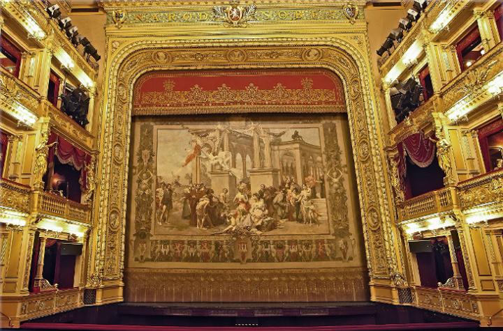 国民劇場のカーテン
